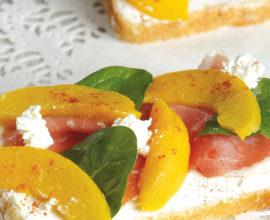 bruschetta-peche-jambon-basilic
