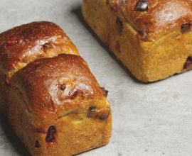 carre-pain-brioche-pistache-cranberries
